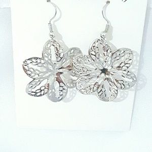 Silver metal flowers dangle earrings